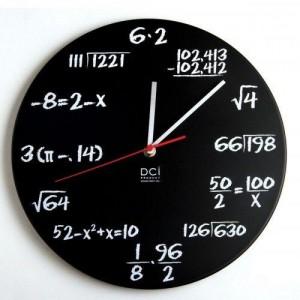 Mathe Uhr im Tafeldesign