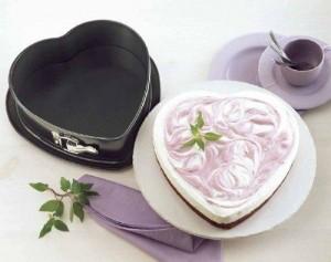 Herzform mit gebackenem Kuchen