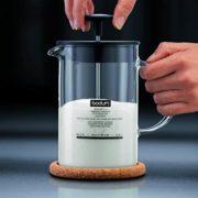 einfacher Hand-Milchaufschäumer von Bodum