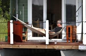 Hausboot mit Hängematte