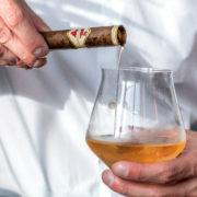 Zigarre gefüllt mit Brandy